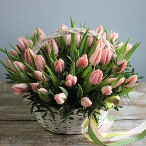 Корзина тюльпанов Чудесный день