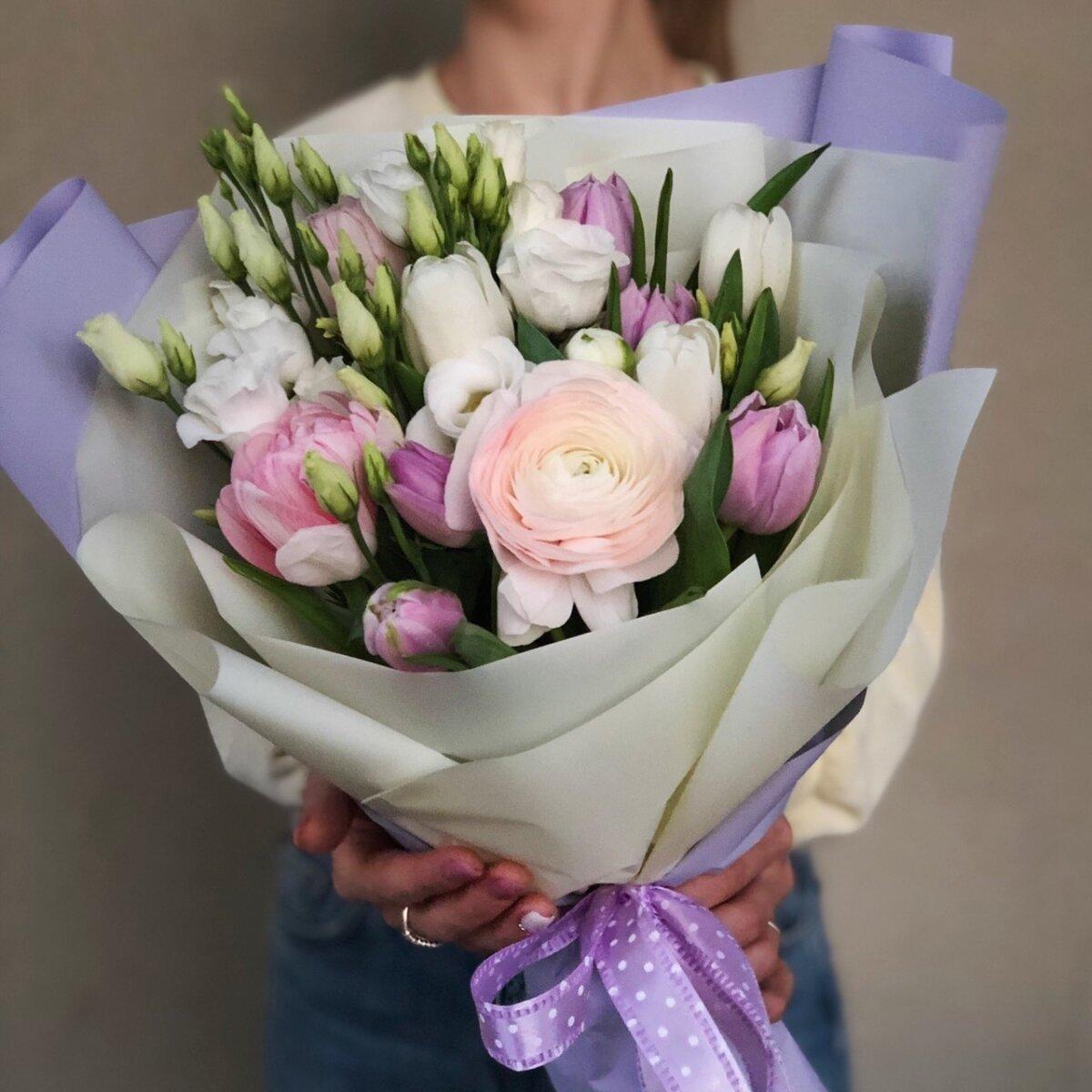 Букет из ранункулюса и тюльпанов Николетта