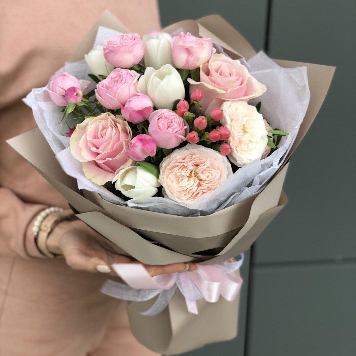 Букет из тюльпанов и пионовидной кустовой розы Восторг