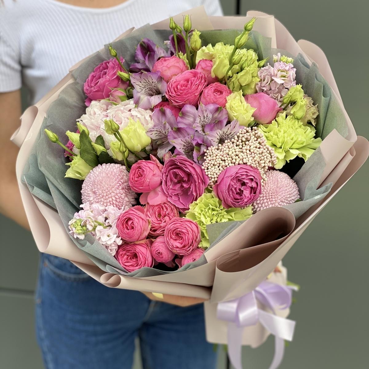 Букет из пионовидной розы, альстромерии и эустомы Салерно