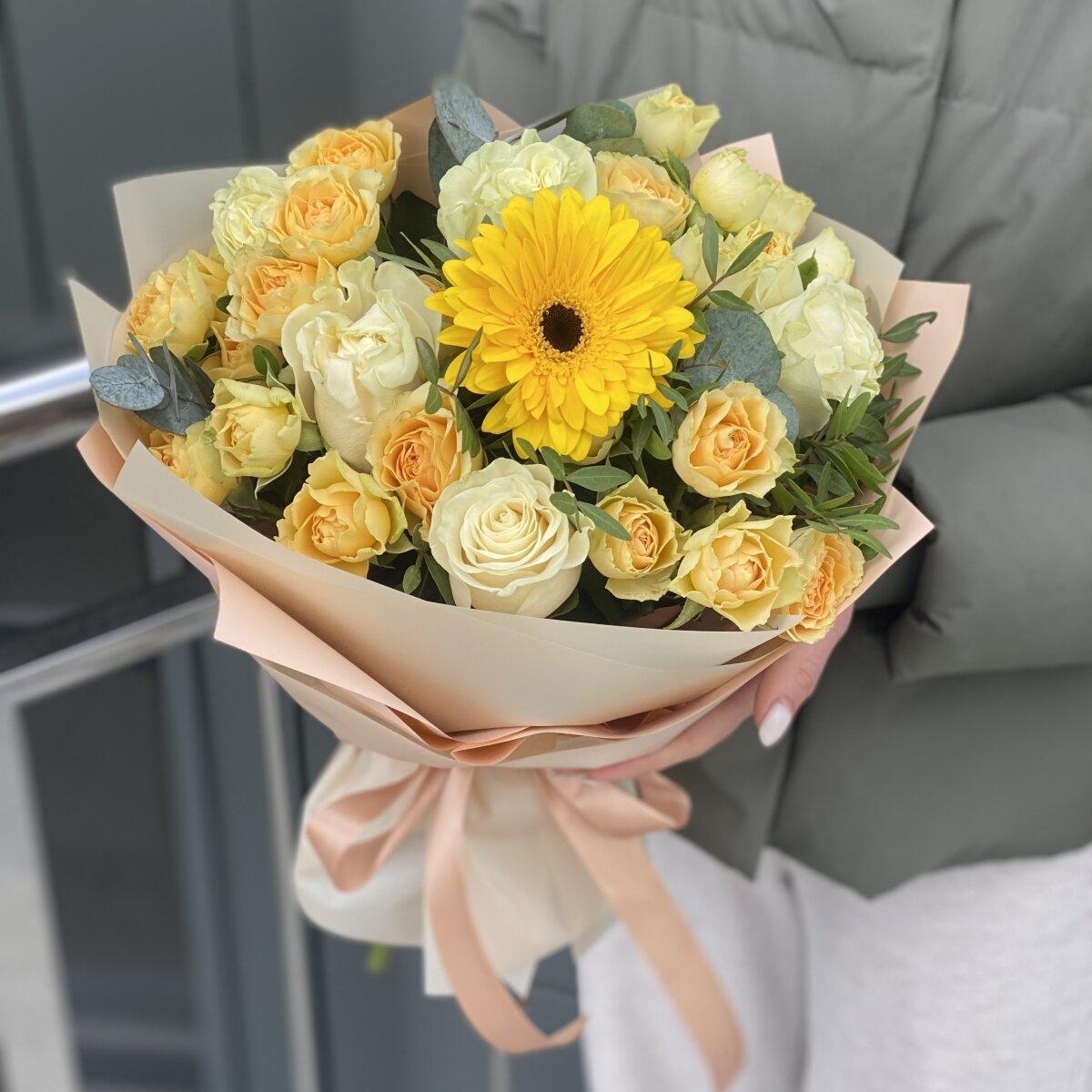 Букет Весеннее очарование из герберы, кустовых и одноголовых роз