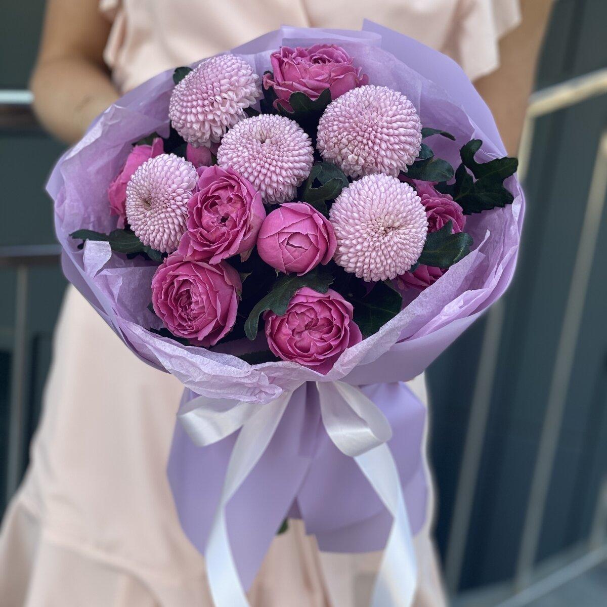 Букет Летнее Прикосновение из пионовидной розы и хризантемы момоко