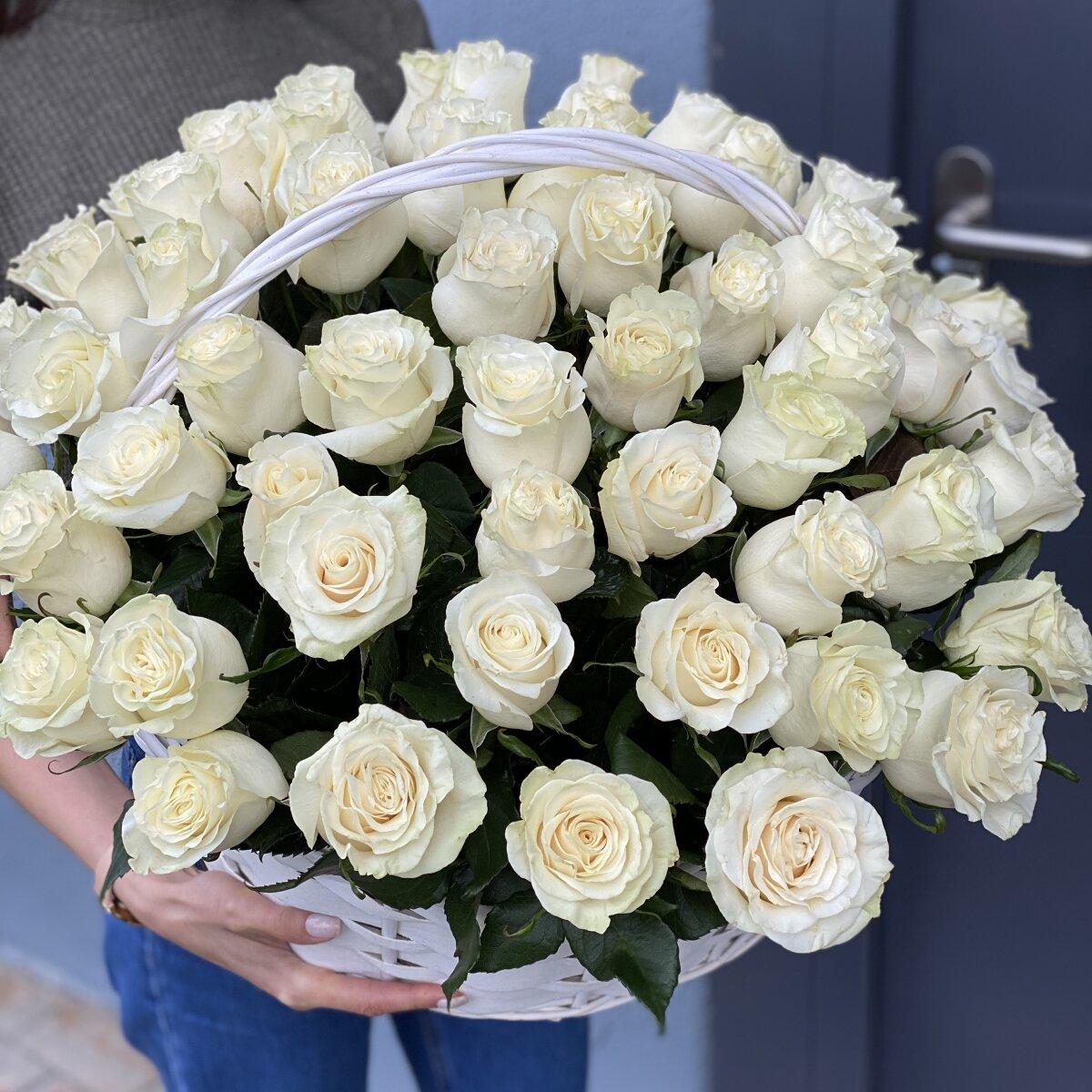 Корзина из белых роз Аваланж