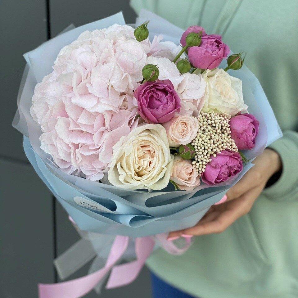 Букет из гортензии, пиона и пионовидной кустовой розы Кельн