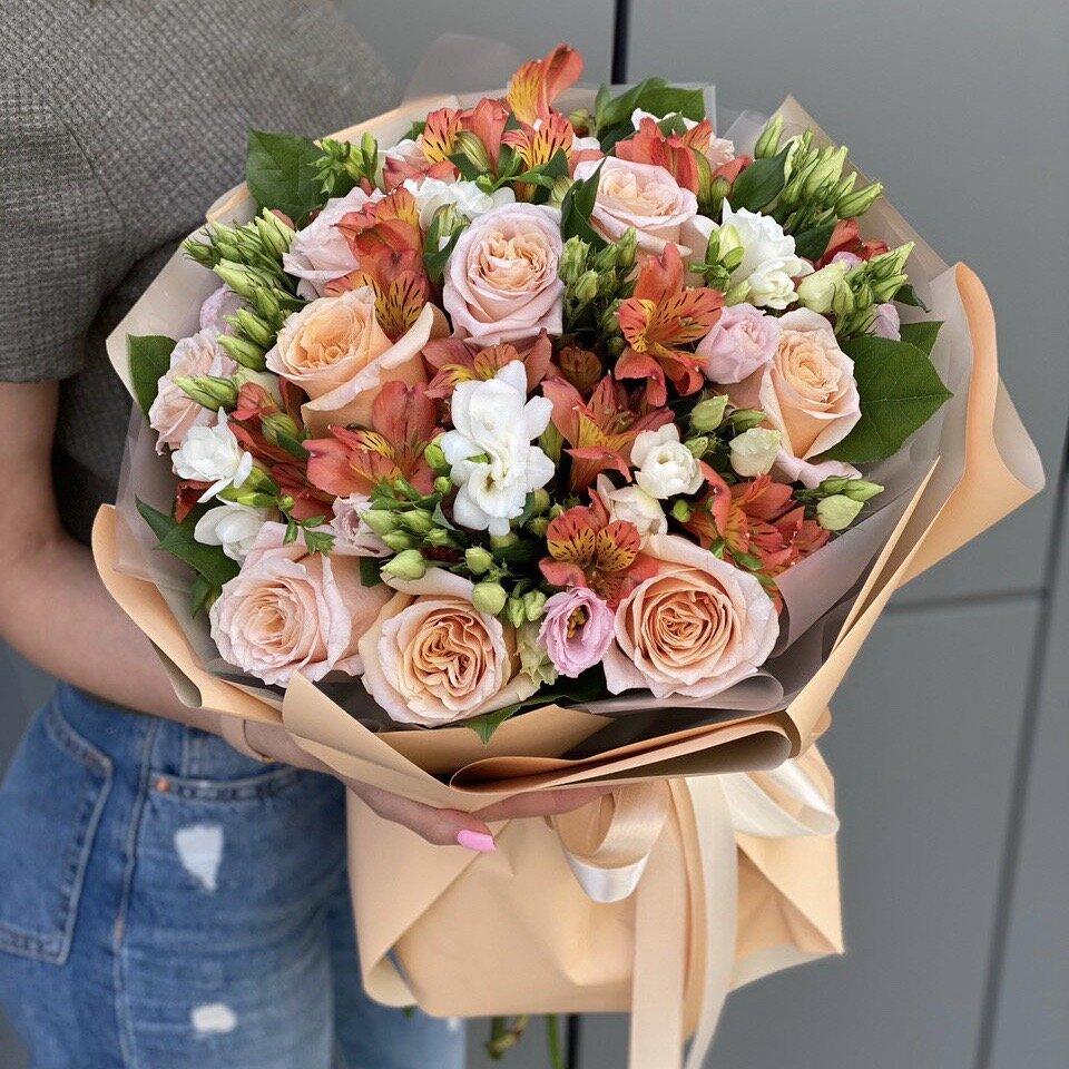 Букет из роз, альстромерии и эустомы Оранжевое лето