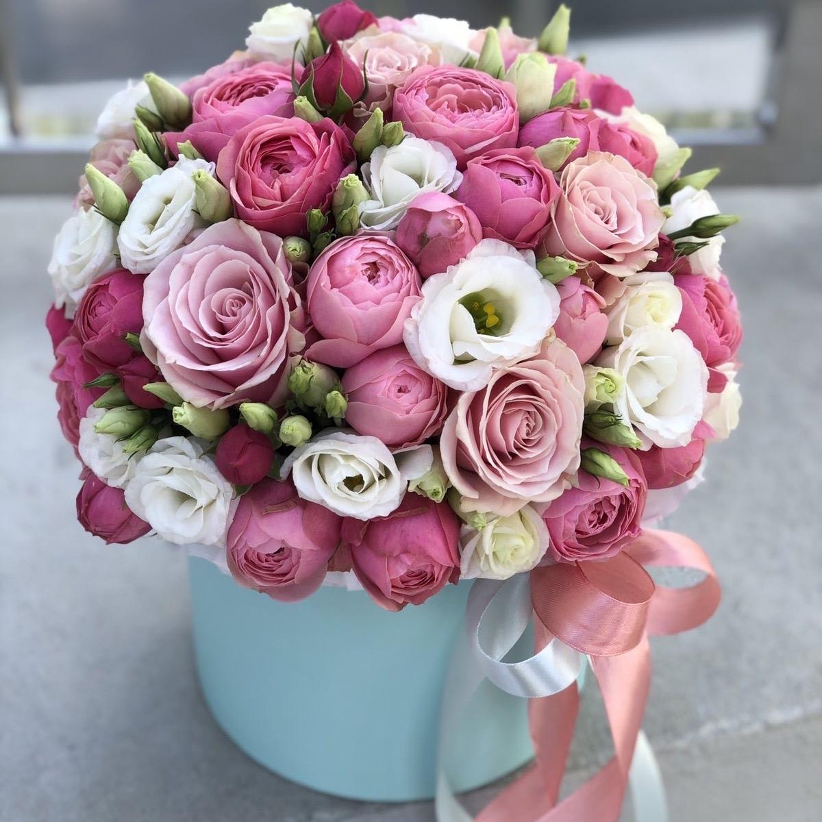 Композиция из пионовидной кустовой розы и эустомы Милой кокетке