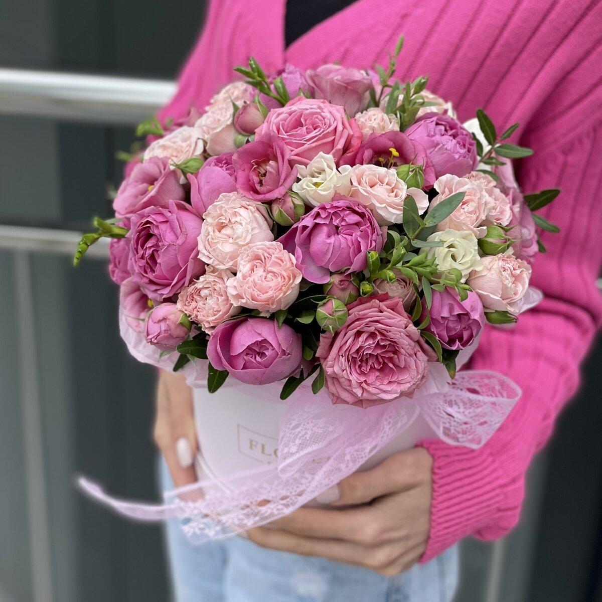 Коробка Трогательные чувства из эустомы и пионовидных роз