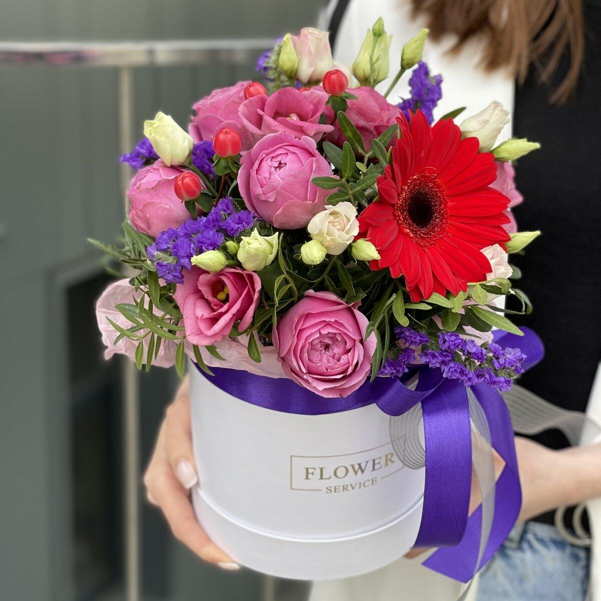 Коробка Яркие эмоции из эустомы с розовыми розами