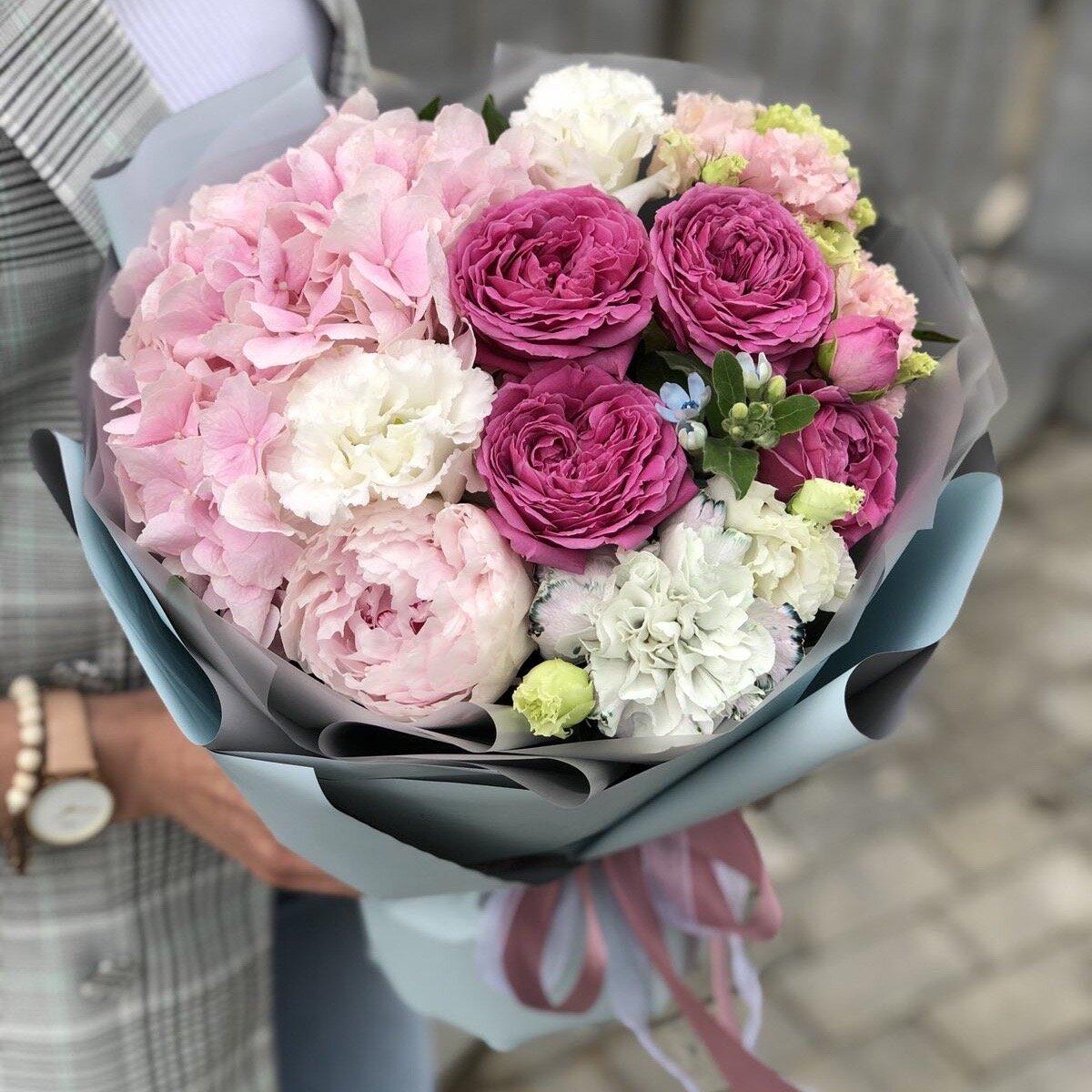 Букет из пиона, кустовой пионовидной розы и гортензии Каста Дива