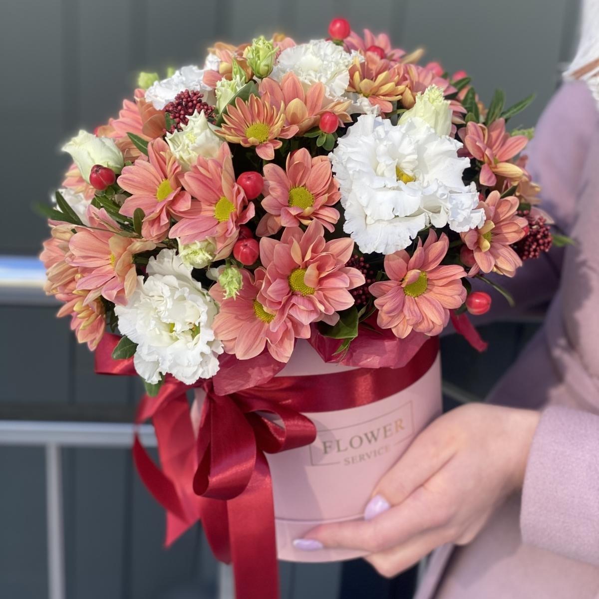 Коробка Марсала из эустомы и хризантемы
