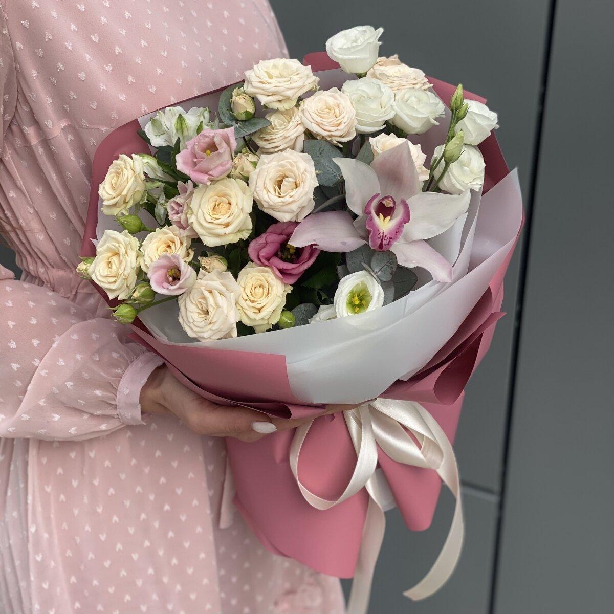Букет Романтик из эустомы, кустовых роз, альстромерии и цимбидиума