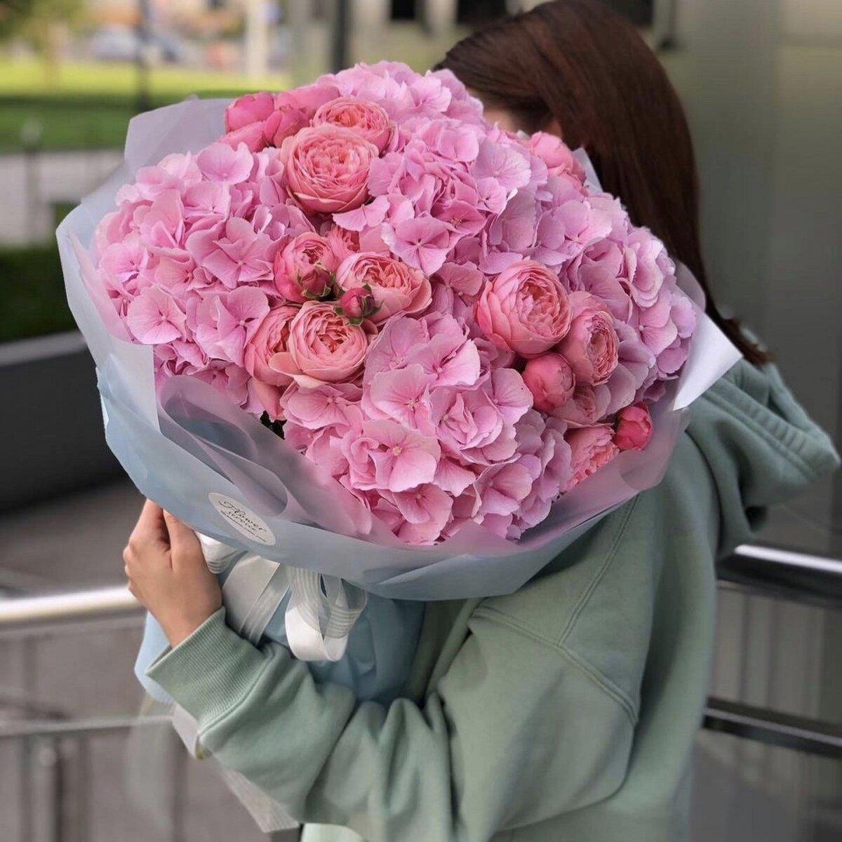 Букет из гортензии и пионовидных роз Малиновые сны