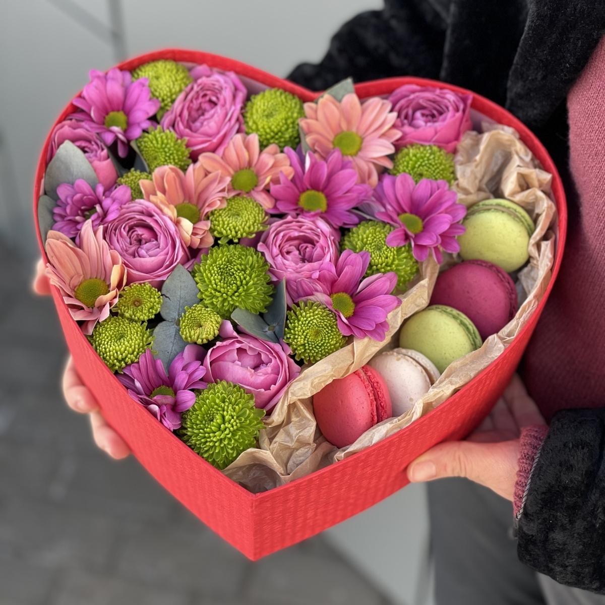 Коробочка Импульс из кустовой розы и хризантемы