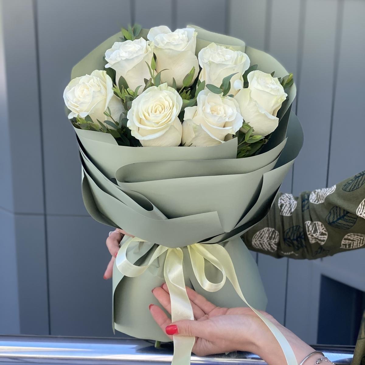Букет Белоснежка из белых роз