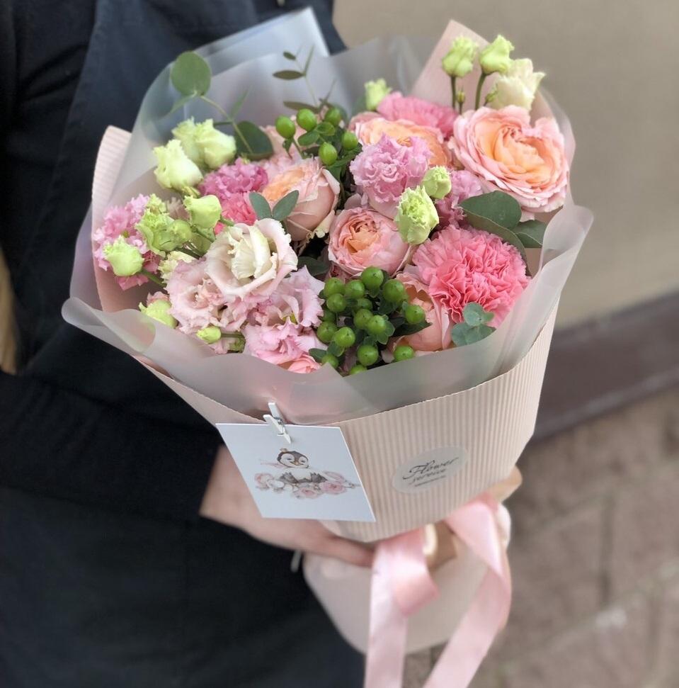 Букет из кустовой розы Амур
