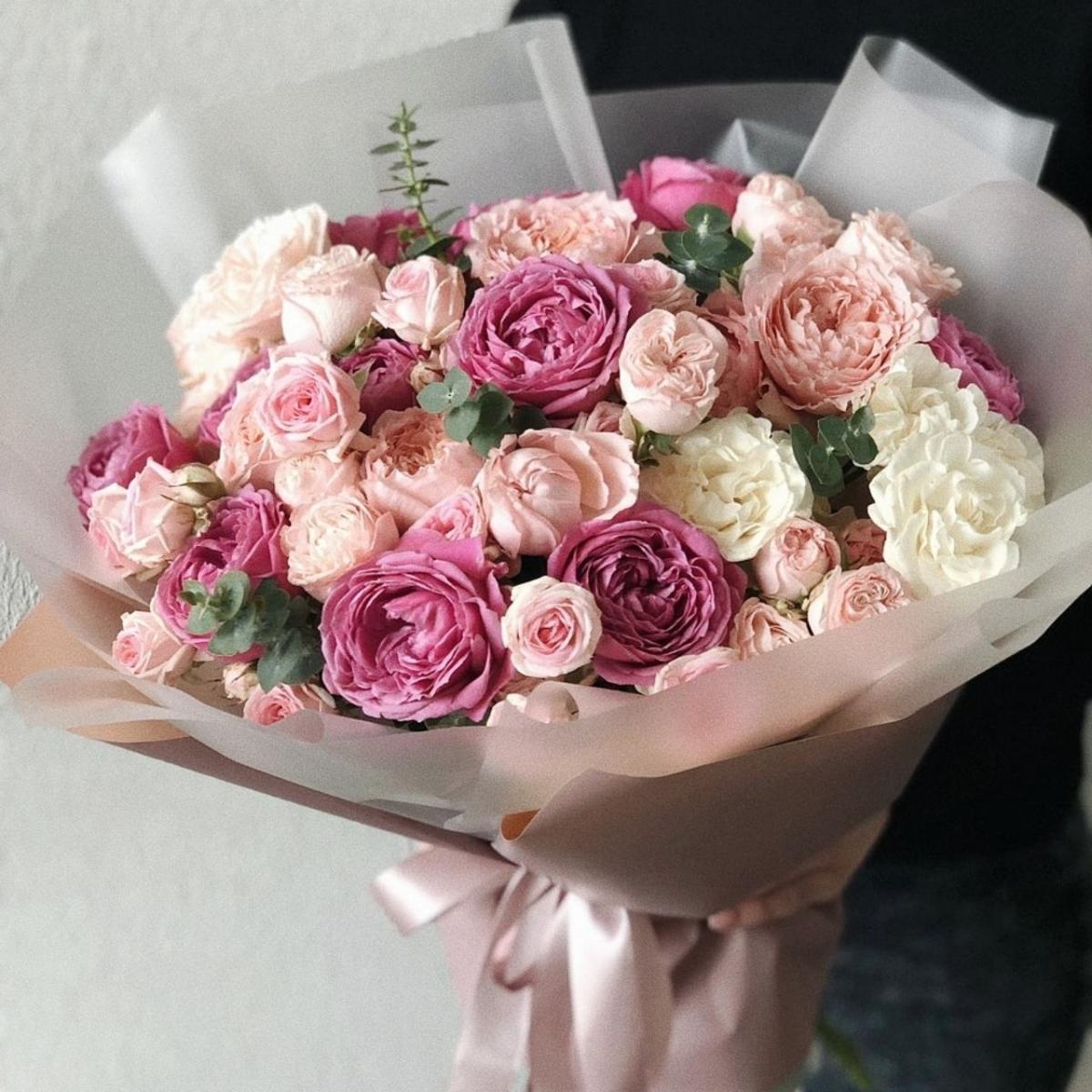 Букет из розовых и белых роз Пионовидный микс