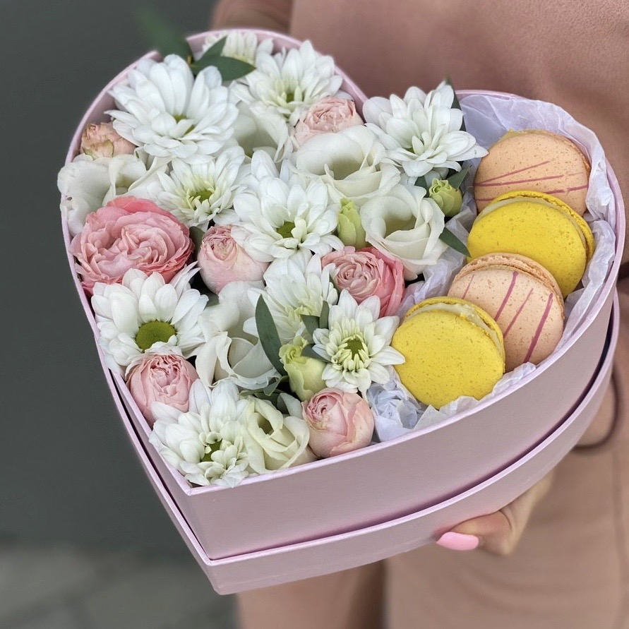 Коробка из кустовой розы, хризантемы Лакримоза