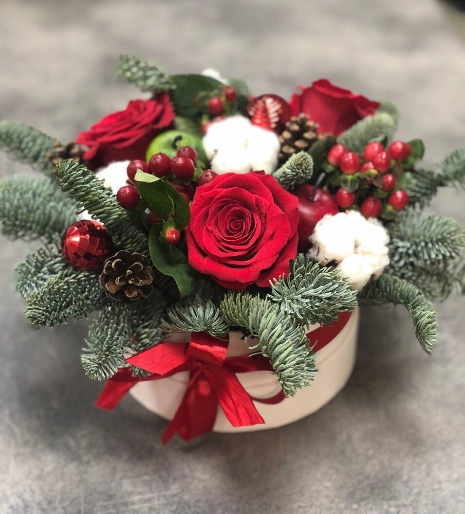 Композиция Новогоднее Чудо с красными розами