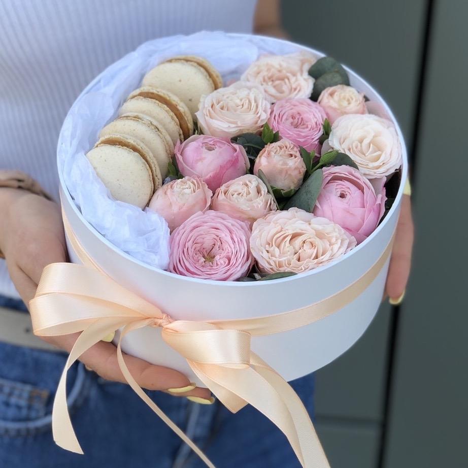 Коробочка с пионовидными розами Нежная