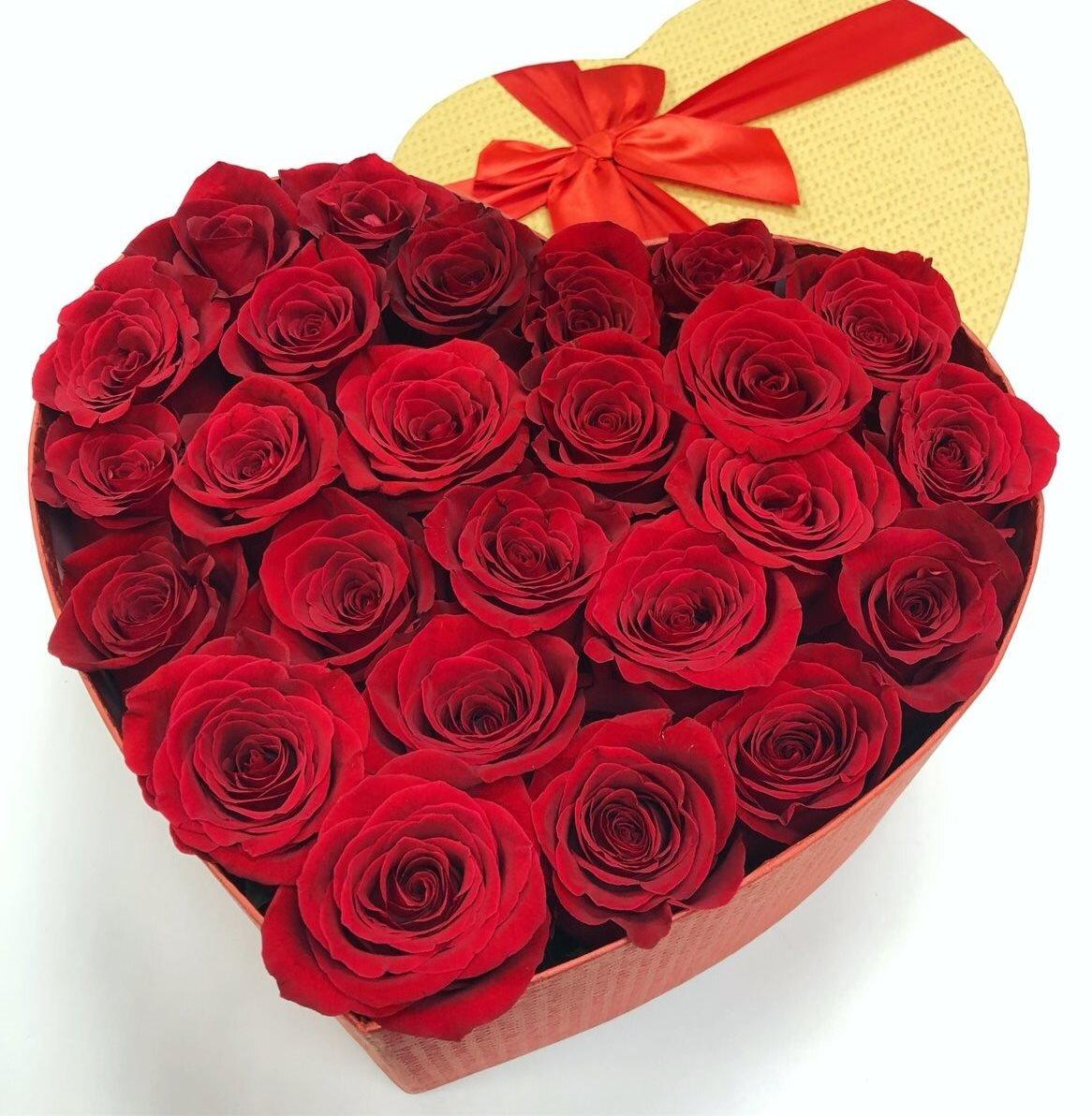 Коробка сердце из 25 красных роз