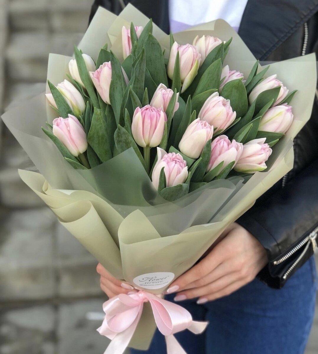 Букет из розовых тюльпанов Безе