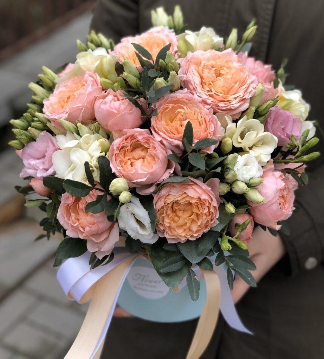 Коробка с кустовыми пионовидными розами Шарлиз