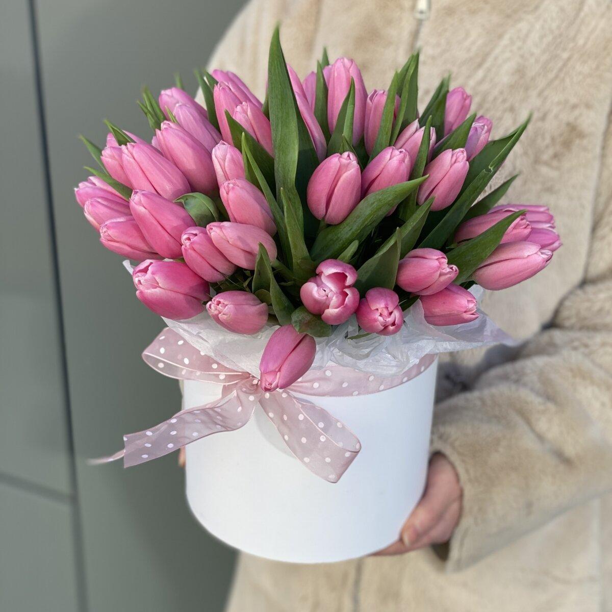 Коробка Хлоя из розовых тюльпанов