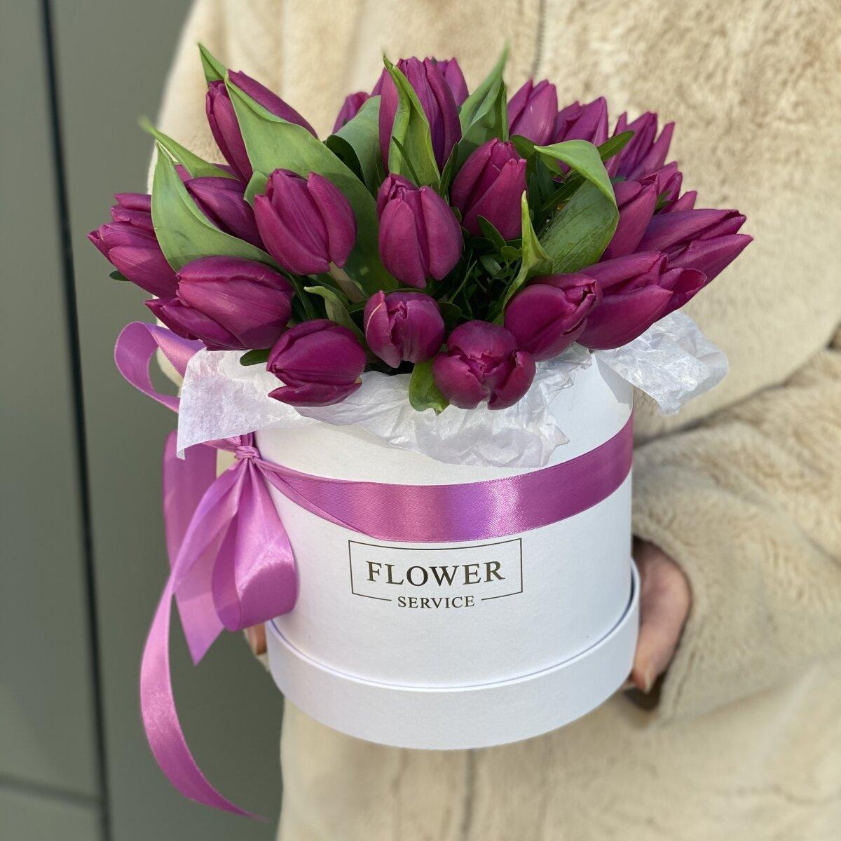 Коробка Амелия фиолетовых тюльпанов