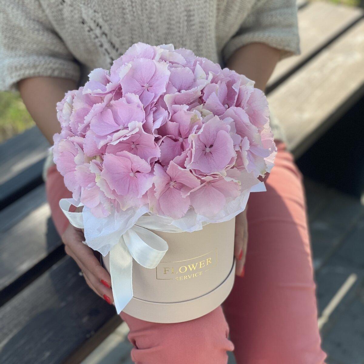Коробка Эльза с розовой гортензией