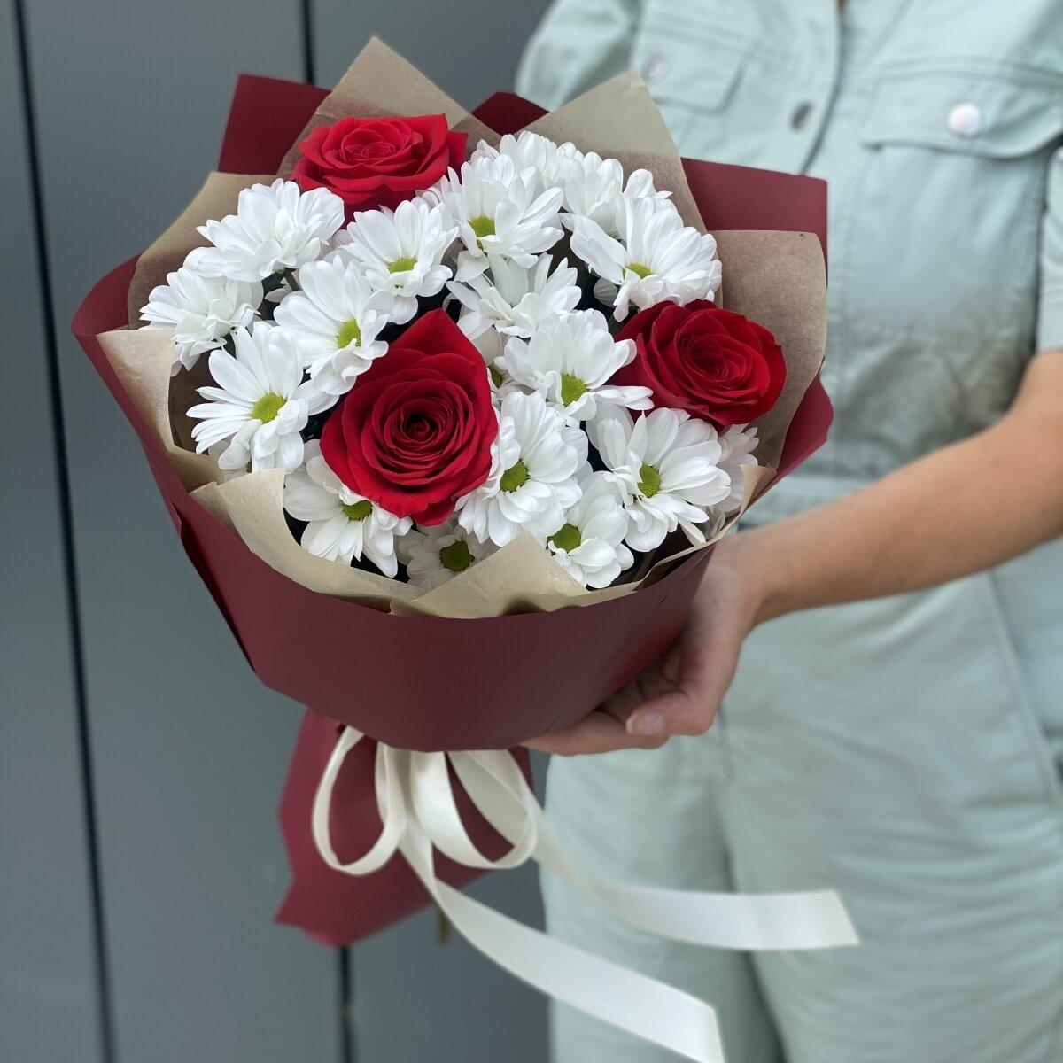 Букет Комплимент из красной розы и хризантемы