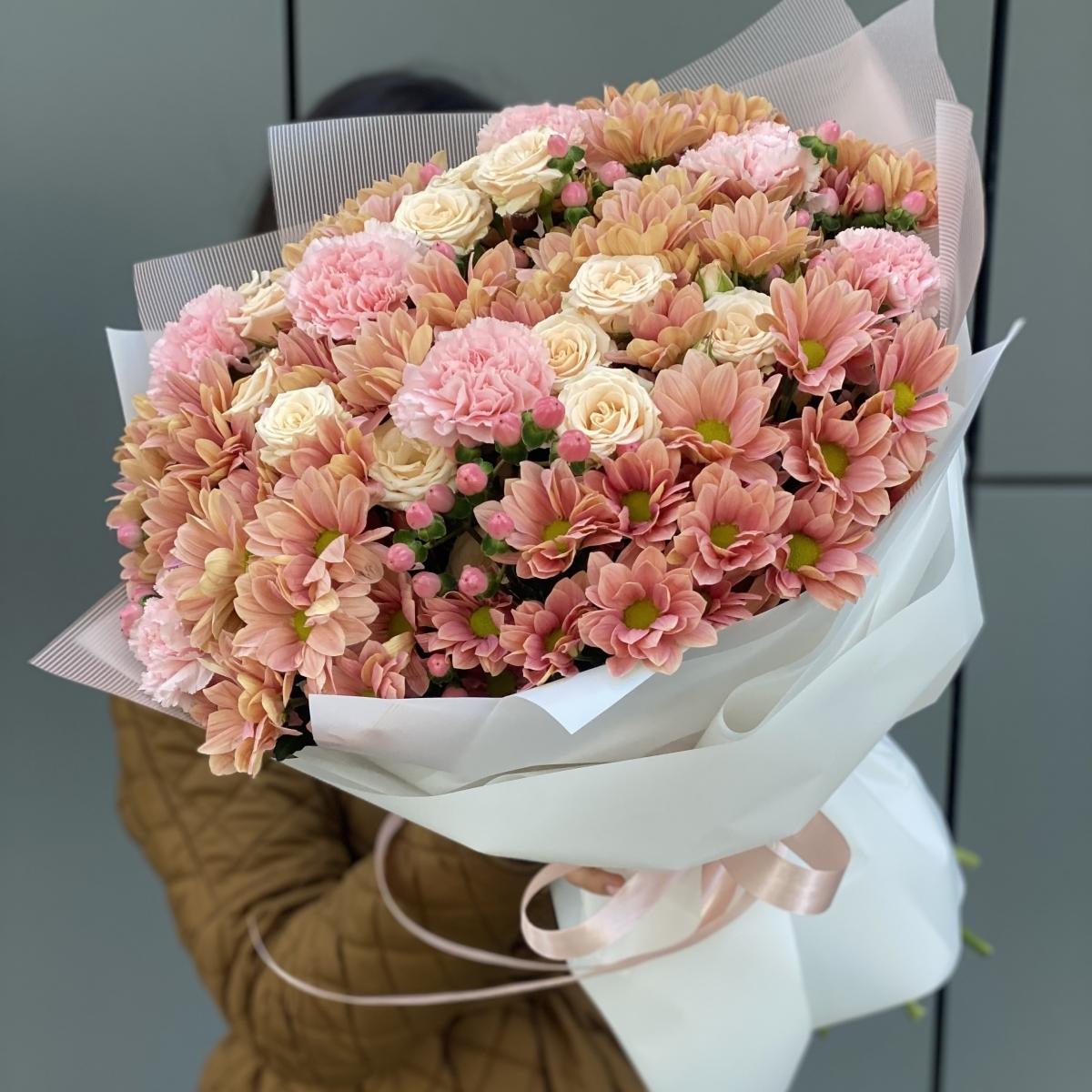 Букет Монтана с хризантемой и кустовой розой Монтана