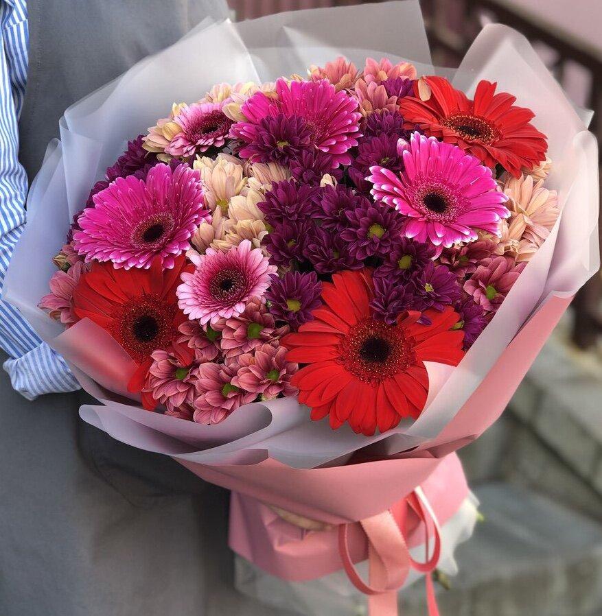 Букет их хризантем и гербер Вишня