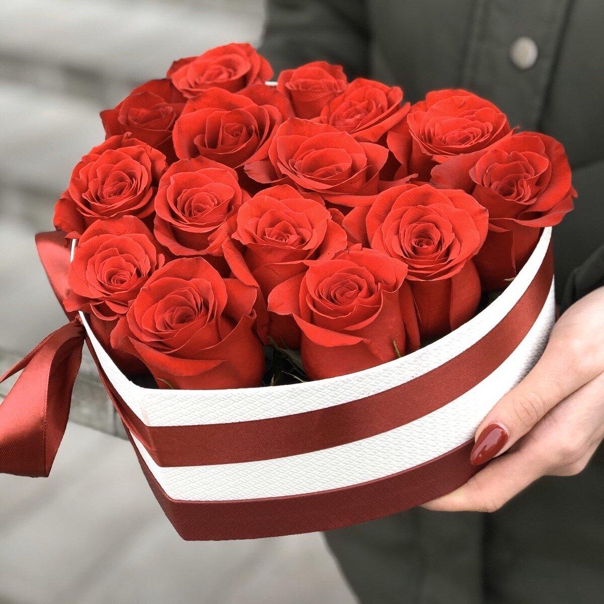 Сердце с красными розами Скарлетт