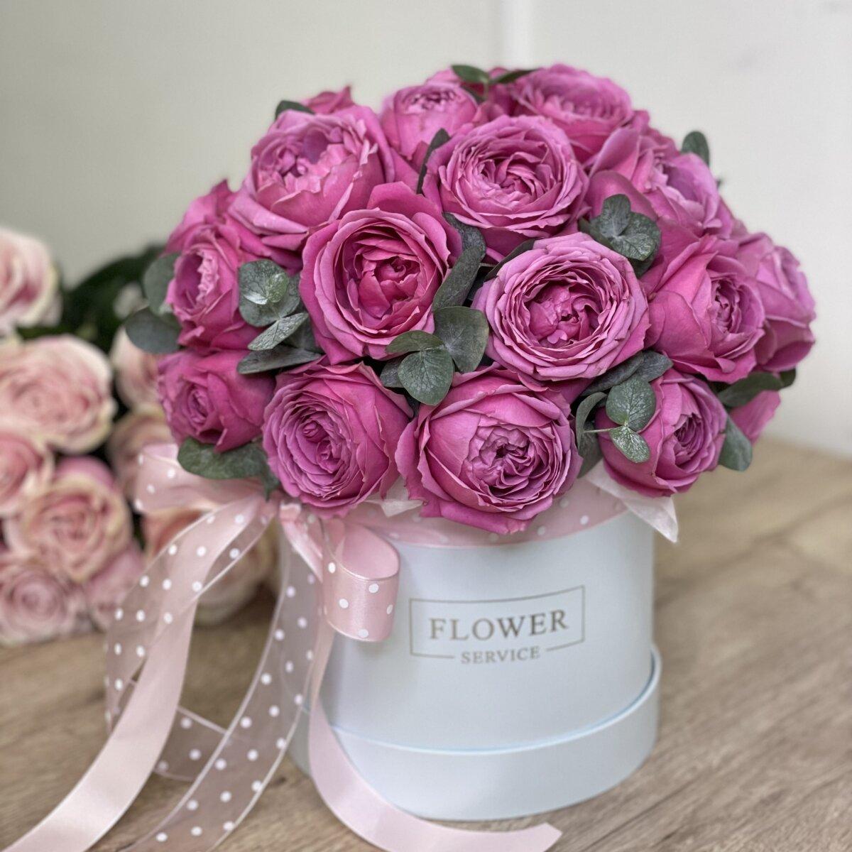 Коробка Мисти с пионовидными розами и эвкалиптом
