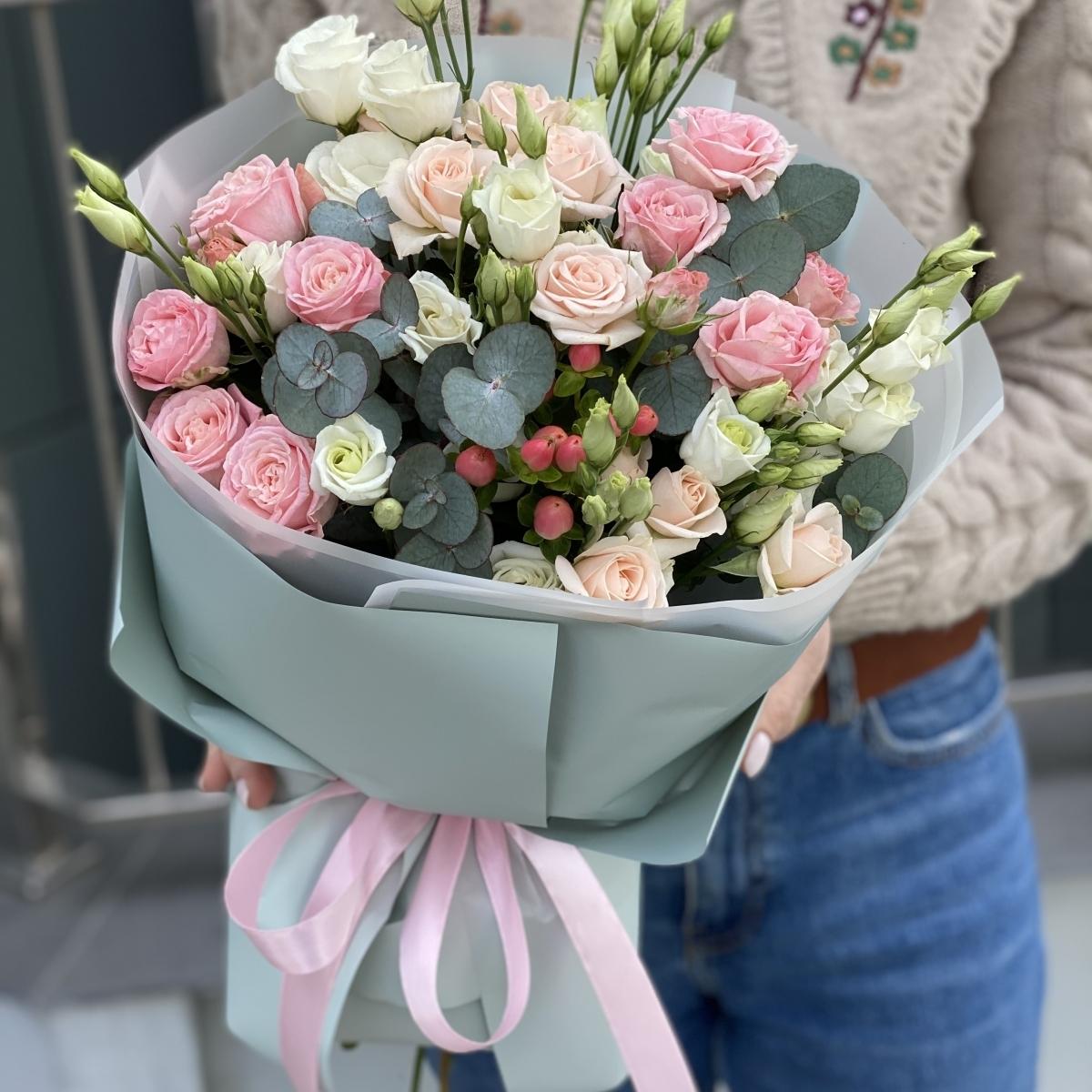 Букет Таинственный из кутовой розы, эустомы и эвкалипта