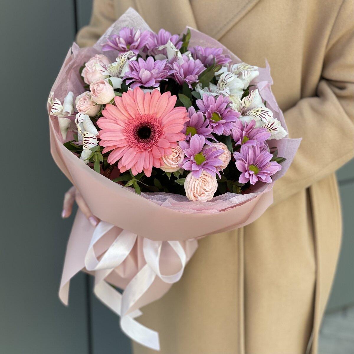 Букет Умиление из альстромерии, хризантемы, герберы и кустовой розы