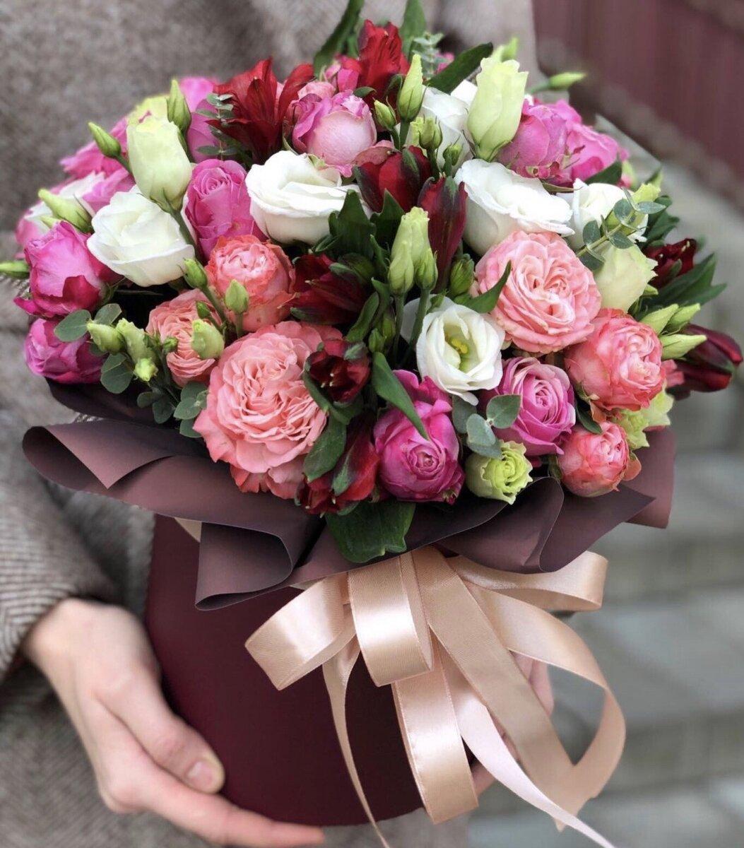 Коробка из эустомы, кустовой розы и альстромерии Шёлк