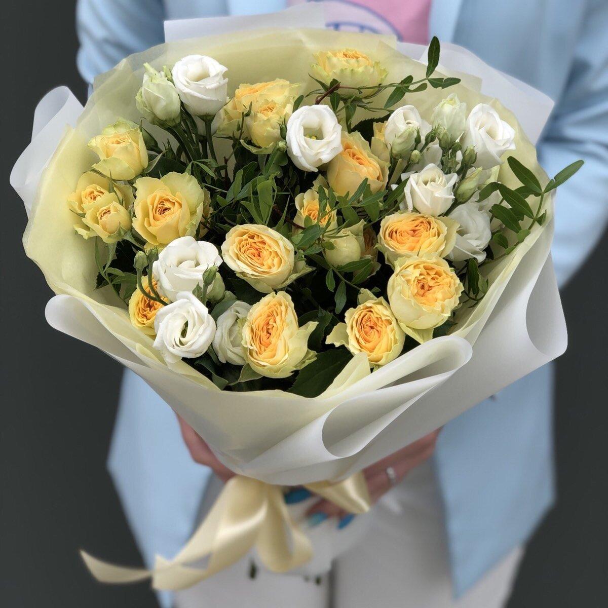 Букет Солнечный из кустовой розы и эустомы