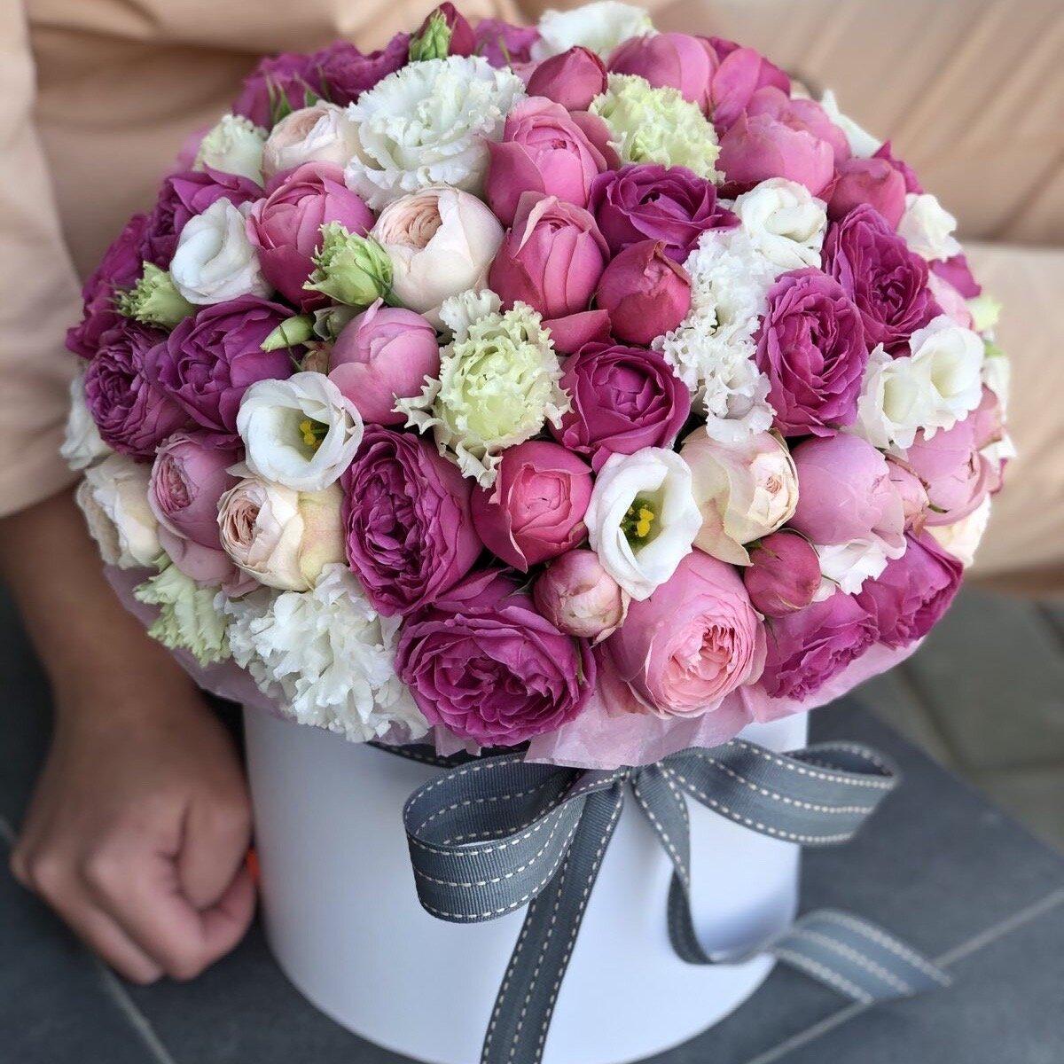 Шляпная коробка из пионовидной кустовой розы Невероятная