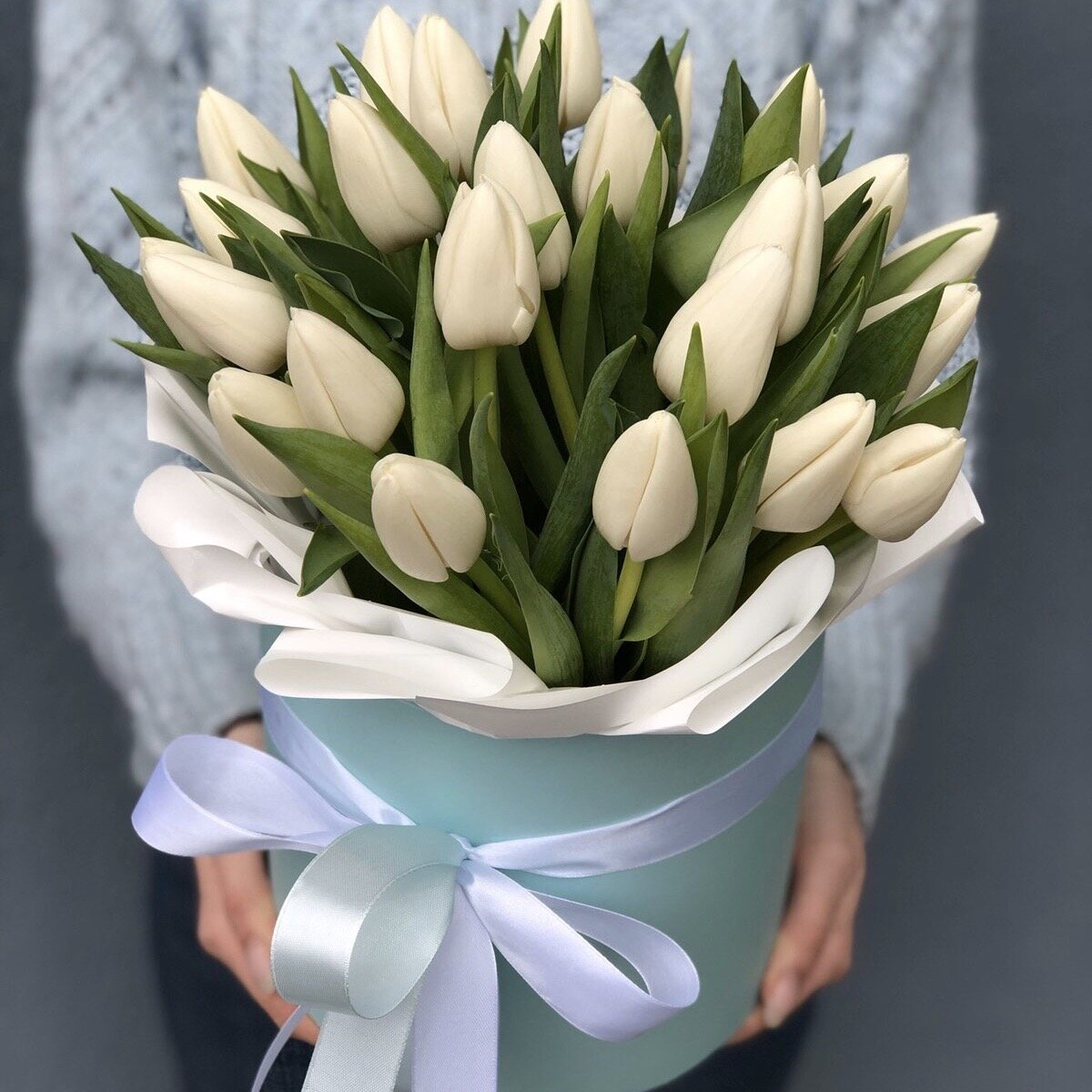 Коробочка с белыми тюльпанами Белка