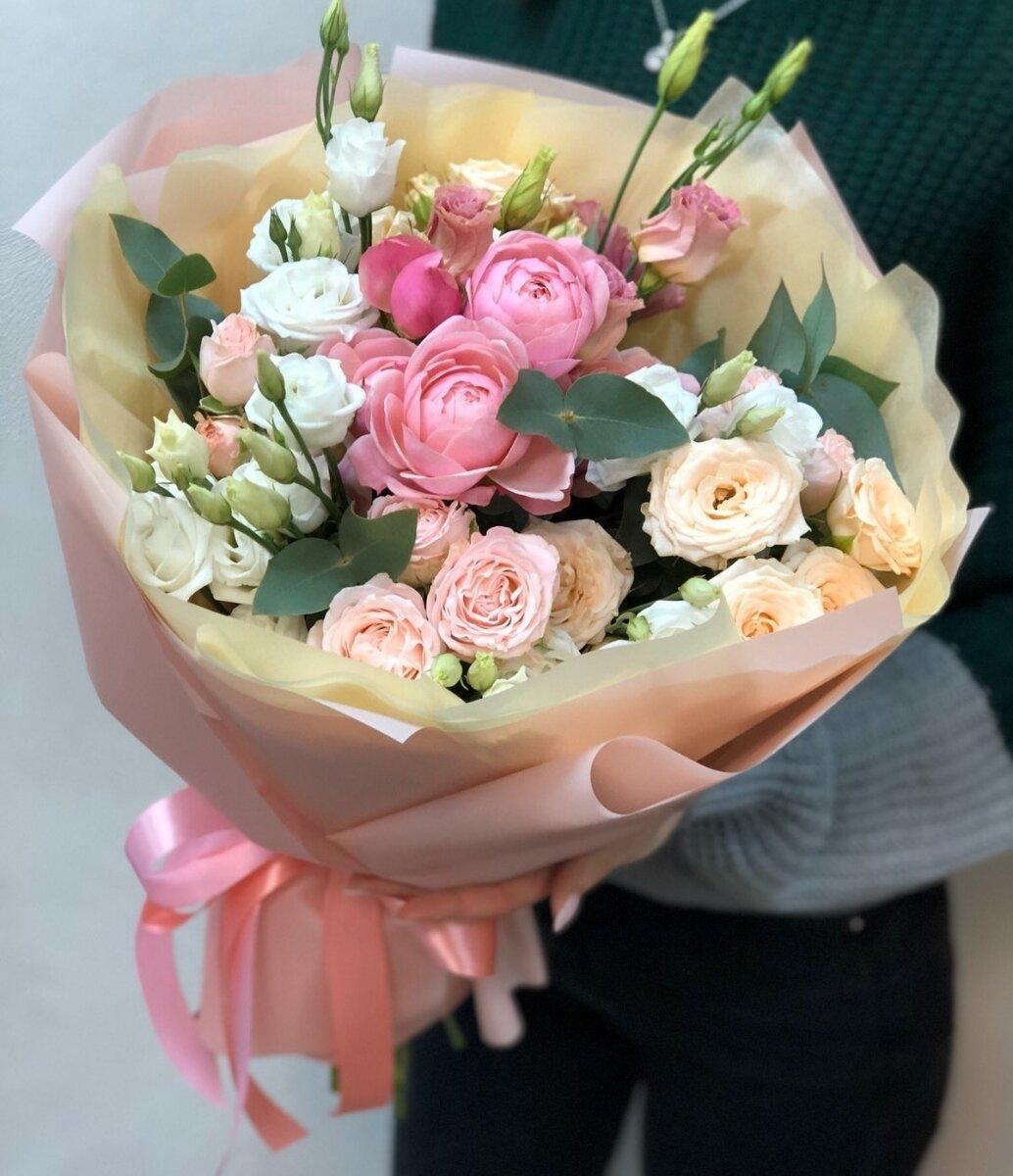 Букет с кустовыми розами и эустомой Воображение