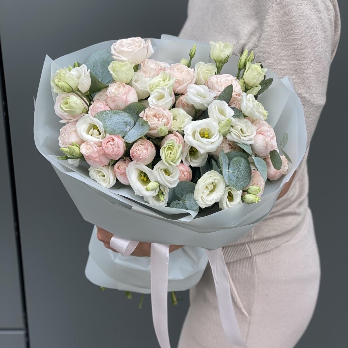 Букет Афина с эустомой и кустовыми розами