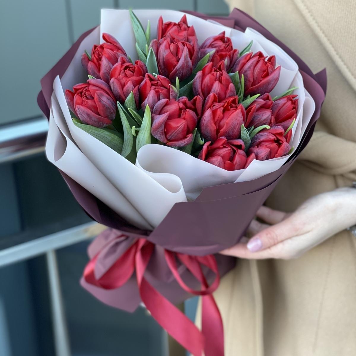 Букет Грация из 15 пионовидных тюльпанов