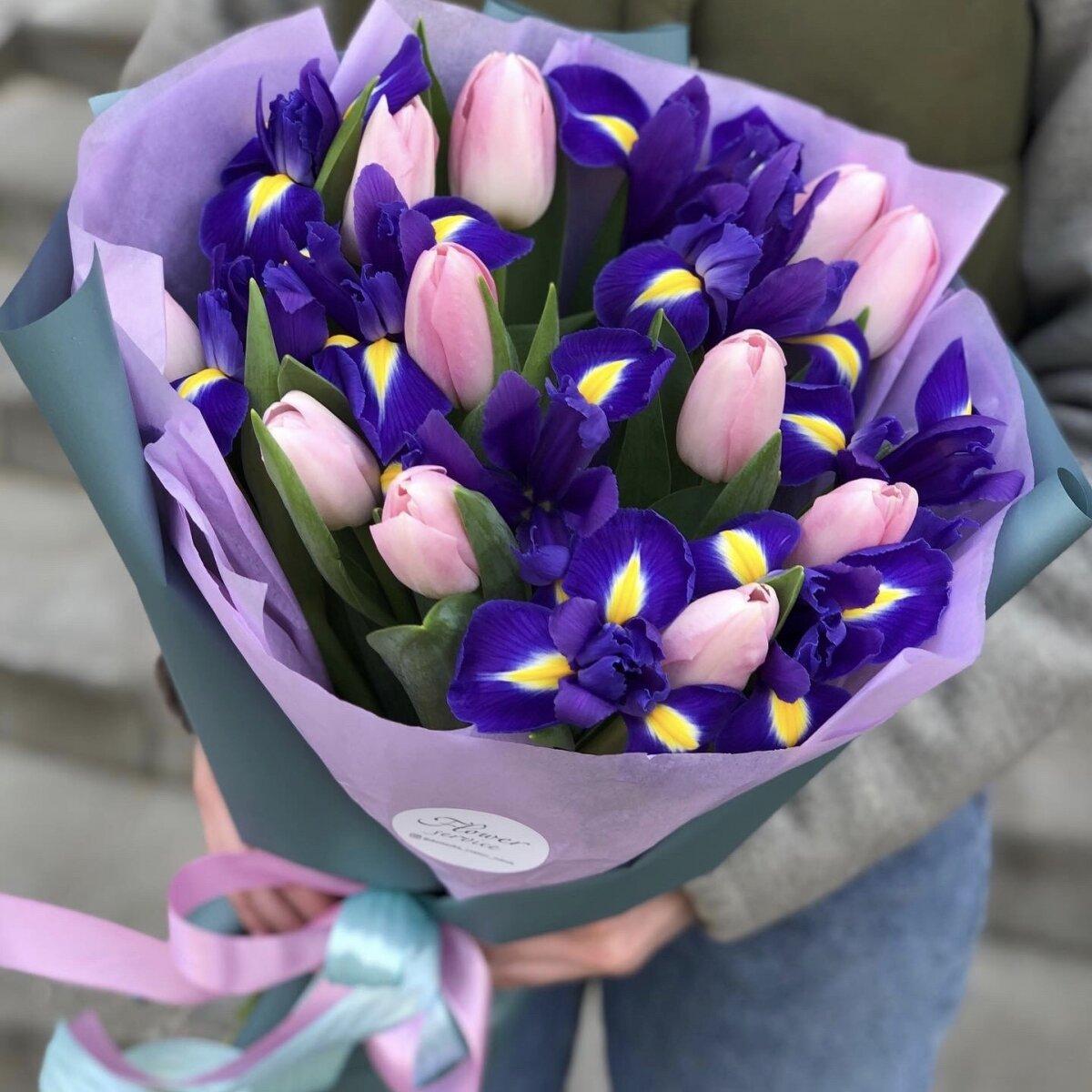 Букет из тюльпан и ирисов Мими