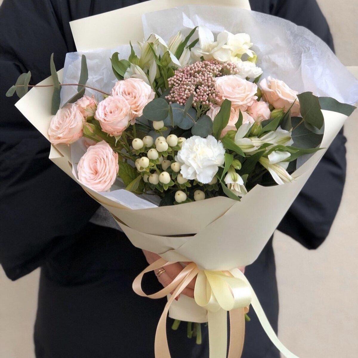 Букет из кустовых роз и эвкалипта Аннета