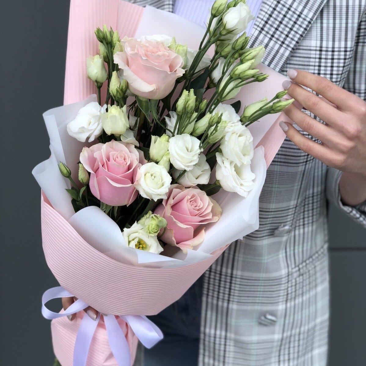 Букет из эустомы и роз Трепетный
