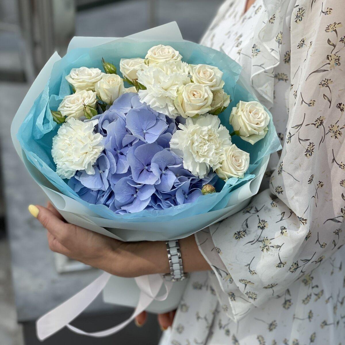 Букет Сансет из гортензии, кустовой розы и гвоздики