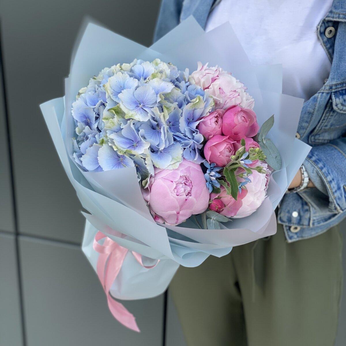 Букет Муссон из пионов, гортензии и пионовидной розы