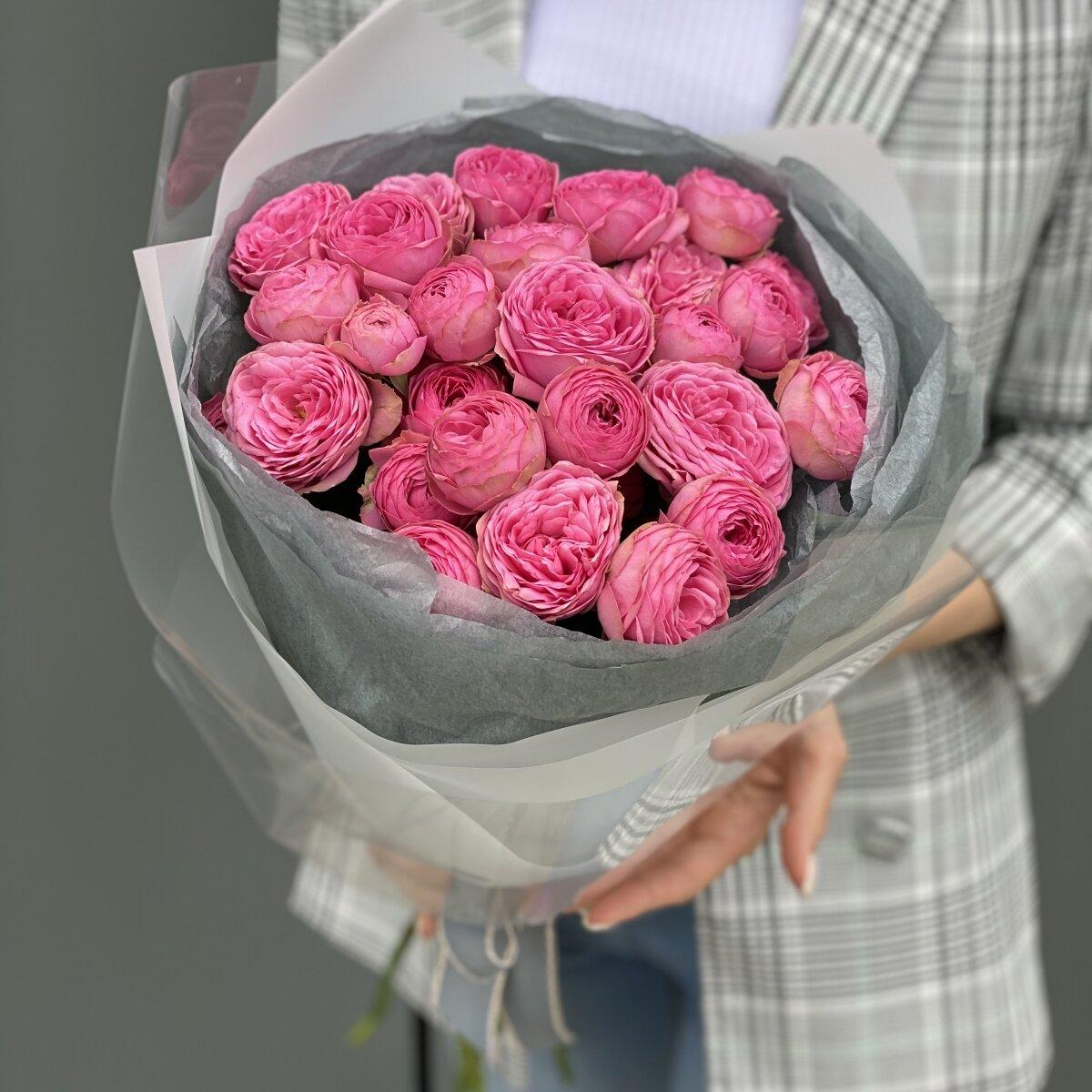 Букет из 15 веток кустовой розы Жизель