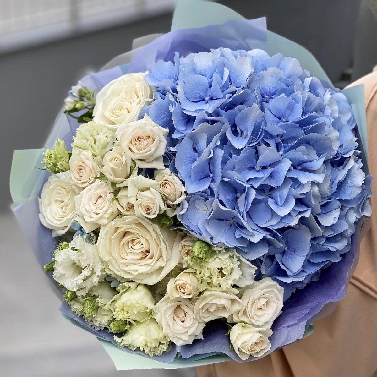 Букет из гортензии, кустовой и одноголовой розы, оксипеталума и эустомы Милена